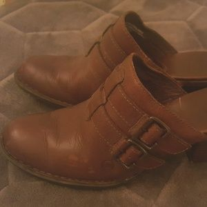 Born Women's Cushioned Leather Clogs
